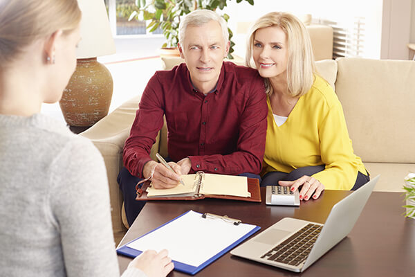 img_financial-consultation-with-senior-couple